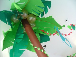 Jungle Party paper palm tree