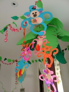 Jungle party paper monkeys