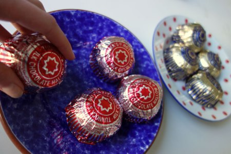 Tunnock's teacakes on plates